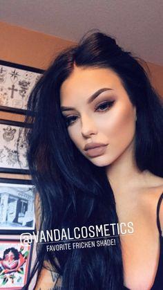 Friday night look – Miladiesnet - Makeup Trends 2019 Makeup Trends, Makeup Tips, Beauty Makeup, Eye Makeup, Hair Beauty, Makeup Hacks, Makeup Ideas, Dark Hair Makeup, Dark Makeup Looks