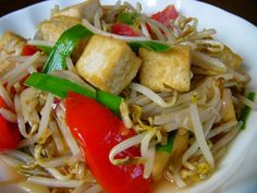 tumis toge (tahu): for 1 lb toge, double the spices/condiments plus 3 green onion. Can add a smudge of baby anchovy in beginning and use ml water Baby Food Recipes, Cooking Recipes, Dinner Recipes, Malay Food, Vegetarian Menu, Veg Dishes, Western Food, Malaysian Food, Indonesia