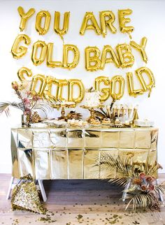 This Golden First Birthday Party is Solid Gold Birthday Bash golden birthday - Birthdays Golden Birthday Themes, Golden Birthday Cakes, Golden Birthday Parties, Birthday Ideas For Her, Gold Birthday Party, 24th Birthday, Princess Birthday, Gold Party Decorations, Birthday Party Decorations