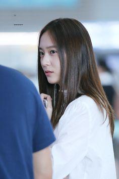 f(x) - Krystal Krystal Fx, Jessica & Krystal, Krystal Jung Fashion, Airport Style, Airport Fashion, Celebs, Celebrities, Woman Crush, South Korean Girls