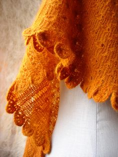 Ravelry: piu-piu mystery K.A.L. pattern by Inês Sousa; nice edging on a bias, asymmetrical shawl with different textures. #knitindie