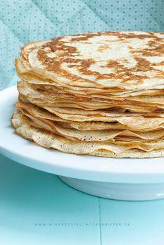 Her er en af mine absolut bedste LCHF opskrifter – de fineste tynde crepes pandekager – og de er selvfølgelig LCHF :) Vi spiser dem oftest i weekenderne, men de er skønne uanset om det er morgen, middag eller aften! Opskrifteneksperimenteret jeg mig frem til, efter jeg blev klar over hvor mange kulhydrater vores ellers...Read More »