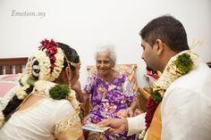 Tamil Hindu Wedding in Malaysia http://www.emotioninpictures.com/hindu-tamil-wedding-sri-sakthi-easwari-temple-vimal-vimala/