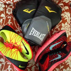 New gear  no such thing as too many Nikes #flyknits #crossbionic2 #nikes #boxinggloves #fitgirls #fitness #fitfam #cko #kickboxing #freshkicks #everlast #gymlife by melissa.lifts