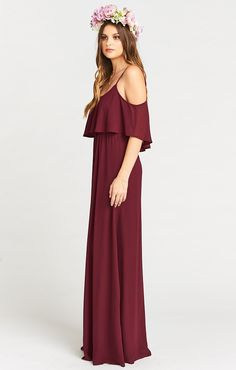 Okay, now this is such a perfect dress for when it's warm but elegance is a must. From top to bottom Caitlin Ruffle Maxi flutters and flows with every step. She looks great with updos and simple dangling earrings or with long relaxed curls and sparkly stu Mumu Bridesmaid Dresses, Red Bridesmaids, Wedding Guest Gowns, Boho Wedding Dress, Boho Bride, Gipsy Fashion, Bohemian Mode, Frack, Chiffon Gown