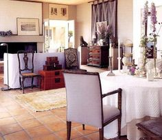 Saladino saturates the walls of his dining room at Robin Hill, his Connecticut estate.