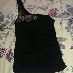 Black one shoulder shirt Detailing in the shoulder, excellent condition. Size large but fits more like a medium Tops