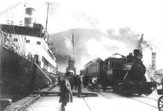 """Her er det S/S """"Leda"""" som, på Skoltegrunnskaien i 1925, tar i mot post,gods og reisende fra Bergensbanen"""" Foto/Kilde; Fra Stein Thowsen's """"Bergen – farvel til et århundre"""""""