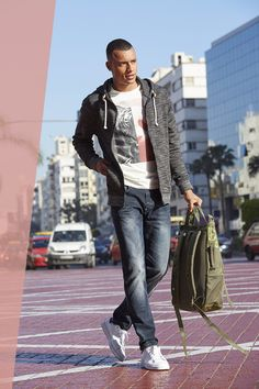 Sweatjacken sind das Must-have für die Übergang! Dank der grau-melierten Strickoptik wird das Exemplar von Blend zum echten Kombinationswunder für coole Outfits zu Jeans und Sneakern – aber auch dem angesagten Athleisure-Look.