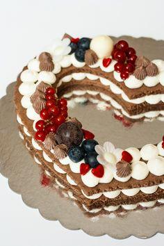 Szív alakú keksztorta recept - Kifőztük, online gasztromagazin Ben 10, Birthday Cake, Cookies, Food, Mascarpone, Brunch Ideas, Biscuits, Birthday Cakes, Meal