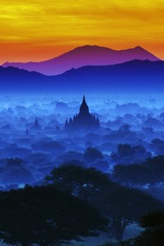 Site de Bagan au Myanmar (Birmanie) classé au patrimoine mondial de l'UNESCO Spectrum of Bagan by Pakpoom Tirachittanuwattana