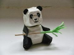 What a cute panda – and made of egg cartons too? What a cute panda – and made of egg cartons too? Egg Carton Art, Egg Carton Crafts, Egg Cartons, Kids Crafts, Crafts For Kids To Make, Egg Box Craft, Peter Panda, Panda Craft, Panda Bear Crafts