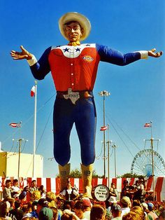 Big Tex at the State Fair of Texas.....oh how I miss living in Dallas! Love Big Tex:)