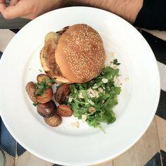 Nomad Cafe Marrakech burger