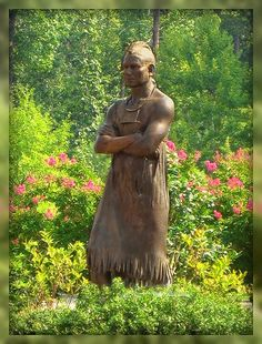 Chief Powhatan Statue, Williamsburg, Virginia / The Williamsburg area is steeped in history.  An important part of that history is the Native American groups who inhabited the area when the English settlers arrived in 1607. The story of Pocahontas saving Captain John Smith is well-known.  Her father, Wahunsonacock, better know at Powhatan, was the chief of the Powhatan Indians. According to the story, Smith was captured and about to be put to death when Pocahontas intervened.