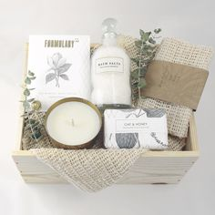 Inspired by clean and crisp scents and hues, the Renewal Box features an edited assortment our most clarifying all-natural spa products. The perfect gesture for someone needing a moment of relaxation