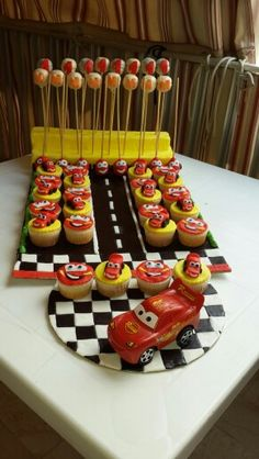 Mcqueen race cupcakes and pop cake