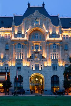 Four Seasons Hotel Gresham Palace Budapest, Hungary … Places Around The World, Oh The Places You'll Go, Around The Worlds, Hotel Istanbul, Voyage Europe, Beautiful Architecture, Modern Architecture, Ancient Architecture, Budapest