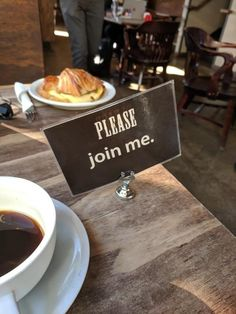 This coffee shop devised a way to let customers tell each other they're willing to share a table: 21 Genius Coffee Shops That Are Lightyears Ahead Of Everybody Else My Coffee Shop, Coffee Shop Design, Coffee To Go, Mobile Bar, Tea Timer, Deco Cafe, Mein Café, Frozen Coffee, Mugs