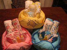 Baby shower Gift Baby Gift Baskets, Baby Shower Gift Basket, Baby Hamper, Shower Gifts, Diaper Crafts, Baby Crafts, Baby Shower Games, Baby Shower Parties, Baby Boy Shower