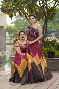 Garba Dress, Navratri Dress, Lehnga Dress, Ethnic Outfits, Indian Outfits, Fashion Outfits, Choli Designs, Blouse Designs, Simple Gown Design