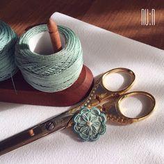 Handmade Flower Button using Punto Antico. PUNTO ANTICO (antique stitch) is a type of Italian drawn-thread work. #buttonlovers