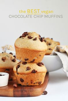 recipes breakfast Wake up in decadent style with a Bakery-Style vegan Chocolate Chip Muffins. Wake up in decadent style with a Bakery-Style vegan Chocolate Chip Muffins. Moist, fluffy, and bursting with chocolate chips. The perfect vegan pastry. Best Vegan Chocolate, Homemade Chocolate, Chocolate Recipes, Raw Chocolate, Vegan Treats, Vegan Foods, Vegan Snacks, Vegan Dessert Recipes, Baking Recipes