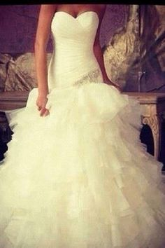 Cute mermaid style wedding dress with a little sparkle accent