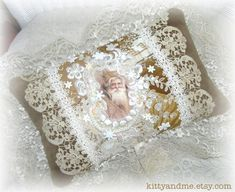 Victorian Crazy Quilt Christmas Pillow Decorative with Antique Lace by Kittyandme Crazy Patchwork, Crazy Quilting, Patchwork Ideas, Victorian Crafts, Victorian Decor, Victorian Christmas, Christmas Pillow, Christmas Cushions, Christmas Ornaments
