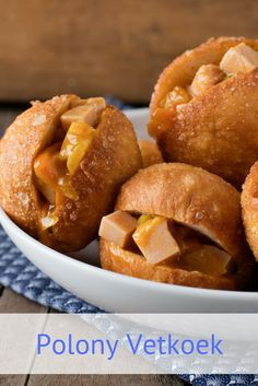 South African recipe for Polony Vetkoek. We've filled the much-loved South African vetkoek with budget-friendly polony and tasty chakalaka so that you can comfortably feed a crowd with pride. West African Food, South African Recipes, Ethnic Recipes, Meat Recipes, Crockpot Recipes, Dinner Recipes, Singapore Noodles Recipe, African Peanut Stew, Malva Pudding