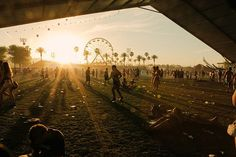 Coachella festival in Indio, CA. The same time as doing Coachella, it would be worth doing some backpacking round America. Maybe visit surrounding areas such as San Francisco and New York. A Girl can dream! Coachella Festival, Coachella 2012, Art Festival, Festival Outfits, Festival Fashion, Coachella Style, Festival Chic, Carnival Festival, Carnival