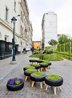 Jardim com pneus reaproveitáveis