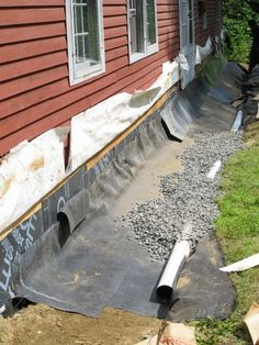 Fixing Those Drainage Problems, 30 Years Later - GreenBuildingAdvisor Backyard Drainage, Landscape Drainage, Backyard Landscaping, Drain Français, Foundation Drainage, Drainage Solutions, Drainage Ideas, French Drain, House Foundation