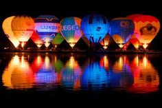 Hot Air Balloons at night. The reflection is cool Balloon Glow, Air Balloon Rides, Hot Air Balloon, Balloon Lights, Big Balloons, Reflection Photography, Night Photography, Water Photography, Photography Lighting