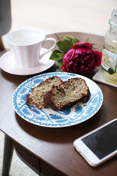 A much loved home favourite but with a much healthier set of ingredients. This healthy banana bread recipe is quick to make, affordable and tastes absolutely delicious.