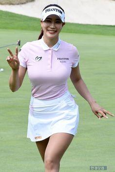 Mens Golf Fashion, Tennis Fashion, Girls Golf, Ladies Golf, Girl Golf Outfit, Sexy Golf, Female Athletes, Female Golfers, Golf Skirts