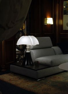 Buy the Table lamp Pipistrello from Martinelli Luce, on Made in Design - 48 to 72 hours delivery. Red Table Lamp, Black Table Lamps, Adjustable Height Table, Blog Design, Interior Design Inspiration, Decoration, Modern Lighting, Sweet Home, New Homes