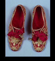 Liturgical shoes of Pope Paul V. Snappy lil matching gloves not shown.