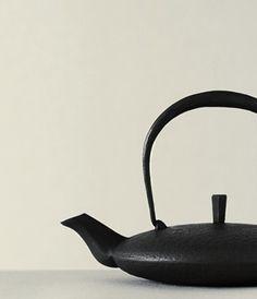 MOON Teapot by Hisao IWASHIMIZU, Japan