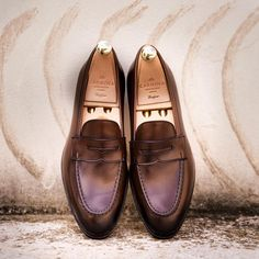 MTO of the week Classic penny loafer on brown calf. Made on Uetam last. #carminashoemaker #goodyearwelted #menswear #mensshoes #loafers
