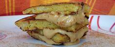 Oie! Gente eu amo essa panqueca! Gosto de comer antes de treinar pois dá aquela estocada de energia! Ela é muito saudável, só possui ingredientes naturais e é tão prática de fazer que você não demorará nem 10 minutos entre pegar os ingredientes e estar pronta! Vamos lá.. .::Panqueca de Banana com pasta de amendoim e canela::. Ingredientes: - 1 banana amassada- 1 ovo- pasta de amendoim- canela a gosto- 1 colher de melModo de preparo: Misture a banana, ovo, canela e mel. Bata ate formar uma…