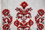 Рушник вишитий РМ-2.6х0.45-19 фрагмент - Рушник, ручна машинна вишивка. Тамбурний шов. Символи: дерево життя, картуш, квіти. Розмір: 2.6х0.45.