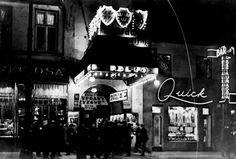 1925. Warszawa, ul. Marszałkowska 104. Z prawej strony neon baru Quick, w środku oświetlone wejście do kina Apollo