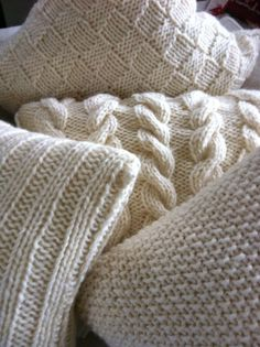 cozy pillows - I must knit these Knitting Projects, Crochet Projects, Knitting Patterns, Crochet Patterns, Knitted Cushions, Knit Pillow, Winter House, Neutral Colors, Warm And Cozy