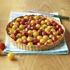 Tomatenquiche mit Balsamico-Zwiebeln mit Pinienkernen Rezept | LECKER
