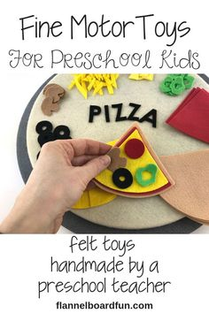 Does your preschooler love to cook, but you don't love the mess? This felt pizza set satisfies a preschooler's need to be busy and creative, while building fine motor skills at the same time. And easy to clean up! Toddler Learning Activities, Kindergarten Activities, Toddler Preschool, Diy Crafts For Kids, Preschool Activities, Gifts For Kids, Motor Activities, Felt Pizza, First Birthday Gifts