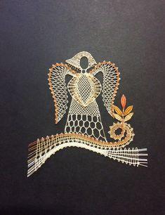 Bobbin Lace Patterns, Lace Heart, Lace Jewelry, Lace Making, Barrette, Lace Detail, Butterfly, Cool Stuff, Christmas