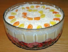 What is the definition of a Trifle? Trifle is a dessert dish made from thick (or often solidified) custard, fruit, sponge cake, fruit juice or gelatin, and whipped cream. These ingredients are usually arranged in alternating layers. Trifle Desserts, Dessert Dishes, Dessert Recipes, Custard Desserts, Raspberry Trifle, Strawberry Shortcake Trifle, Strawberry Banana, 80s Party Foods, 70s Party