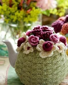 Crochet a tea cosy. IF only I had paid attention when Moma tried to teach me to crochet :-( Crochet Cozy, Crochet Motifs, Love Crochet, Crochet Crafts, Crochet Flowers, Crochet Projects, Crochet Patterns, Scarf Patterns, Crochet Granny