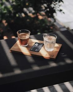 Stunning Cafe Photography: 10 Tips for Capturing Lifestyle Photos in Your Local Coffee Shop – FilterGrade Best Picture For my ideas diy For Your Taste … Coffee Shot, Coffee Cafe, Coffee Break, Coffee Drinks, Coffee Barista, Coffee Shop Photography, Cocktail Photography, Food Photography, Lifestyle Photography